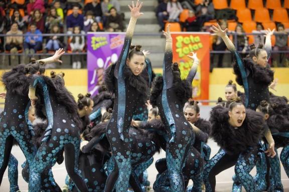 Peta Zetas con el CPA Olot en el Festival del Tura.