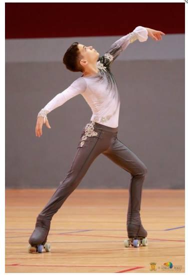 Actuación de uno de los patinadores del CP Parets.
