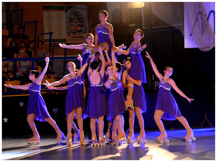 """Las integrantes de la categoría show hicieron una coreografía sobresaliente en el festival de verano """"Petites Grans Il·lusions""""del PA Mataró patrocinado por Peta Zetas."""