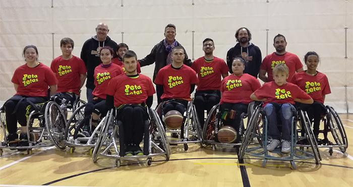Equipo de baloncesto C.E. Global Basket patrocinado por Peta Zetas.