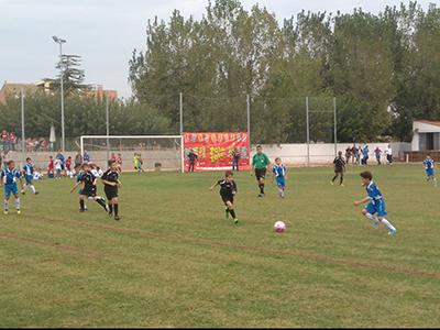 Niños jugando en el torneo memorial Antoni Bosch patrocinado por Peta Zetas