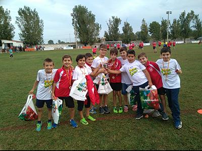 Niños participantes del torneo memorial Antoni Bosch patrocinado por Peta Zetas