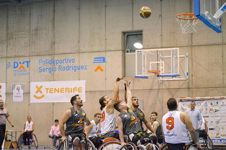 Equipo patrocinado por Peta Zetas, Global Basket, en partido de Primera División BSR