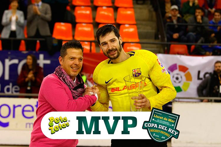 Peta Zetas entrega trofeo MVP