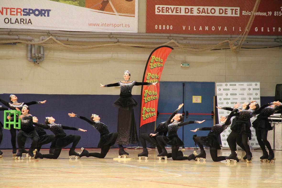 Peta Zetas felicita a los ganadores del Campeonato de España de Patinaje Grupos Show