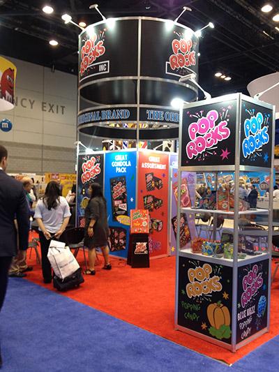 Stand de la marca subsidiaria de Zeta Espacial en la Sweets & Snacks expo que se celebra en Chicago-Estados unidos